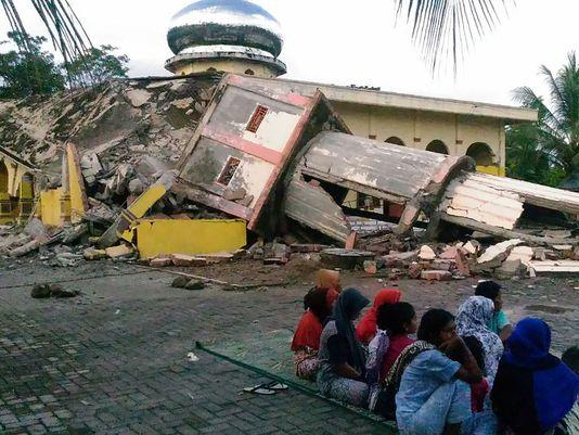Индонезэд хүчтэй газар хөдөлж