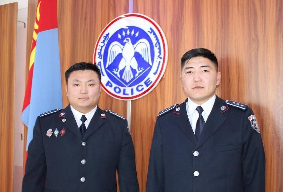 Цагдаагийн алба хаагчид нэгэн гэр бүлийг галаас аварлаа