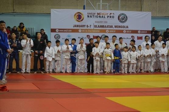 Монголын Жюү жицүгийн тэмцээнд 400...