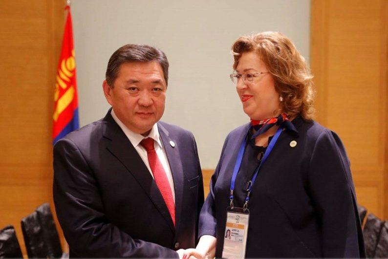 Монголын парламентчдыг Төрийн...