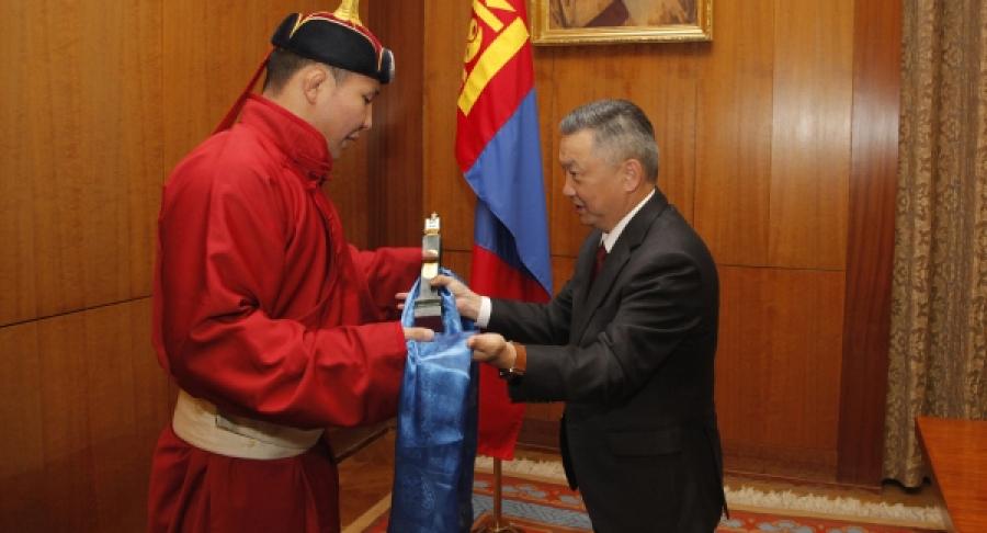 Монгол Улсын харцага Т.Баасанхүүд үүрд...