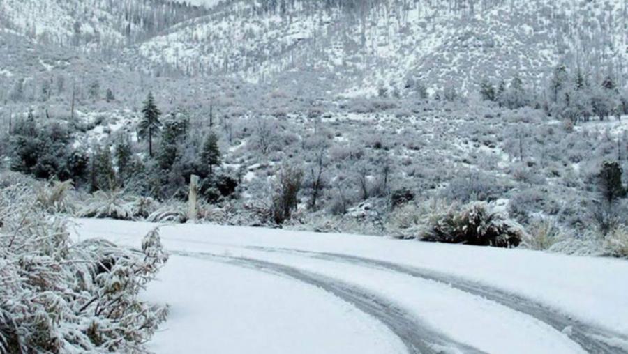 Зарим нутгаар цас орж, цасан шуурга...