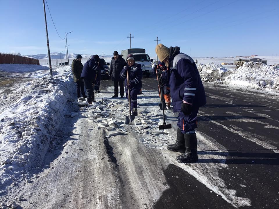 Налайх дүүрэг авто замынхаа цас мөс...
