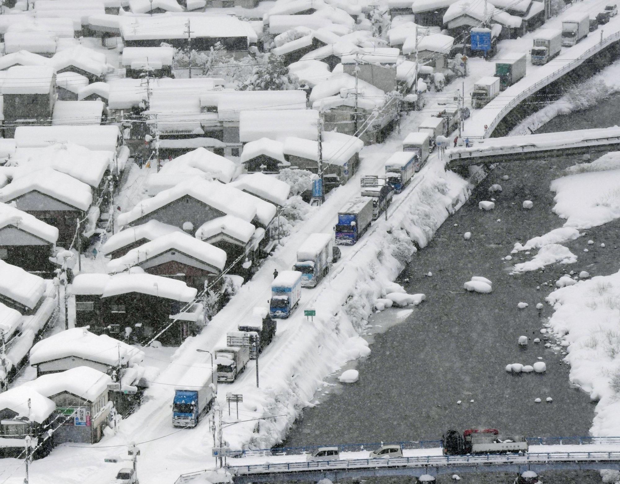 Япон улсын зарим хотуудад 130 см зузаан...