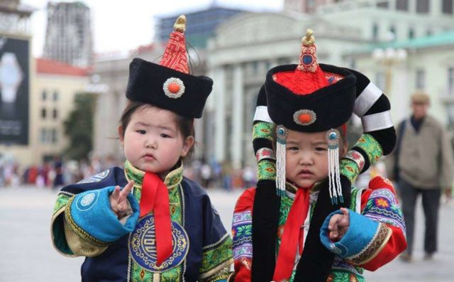 deeltei_mongol_naadam