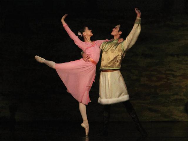 uran-khas-balet